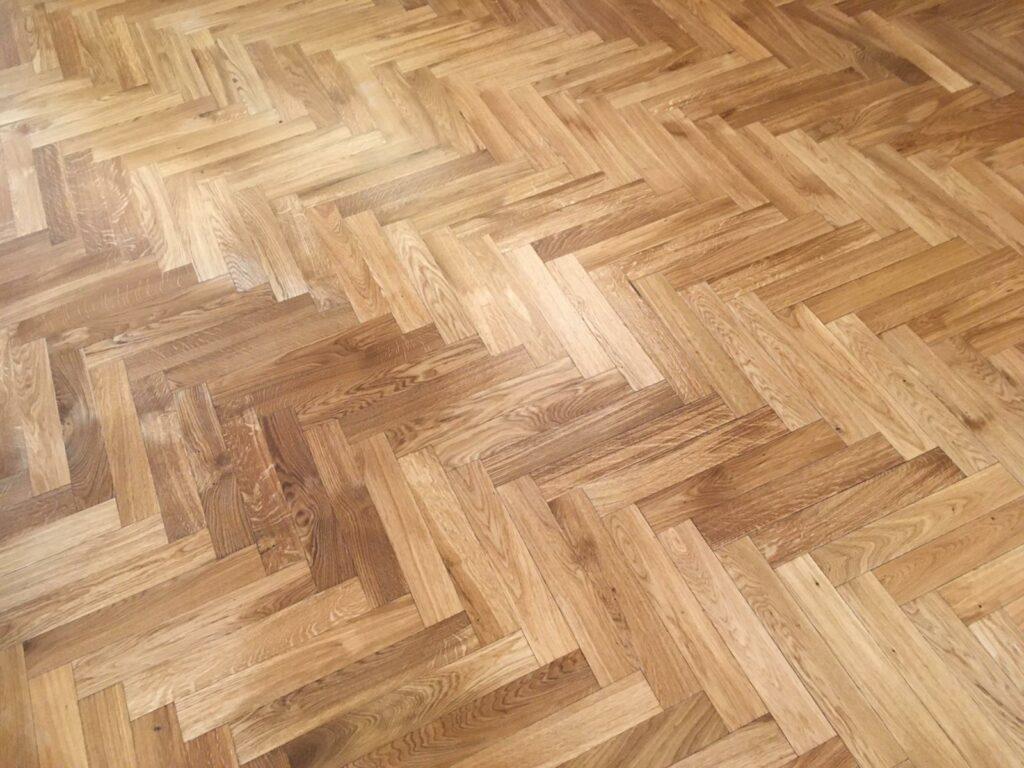 Kompletní renovace masivní dubové podlahy v secesním interiéru
