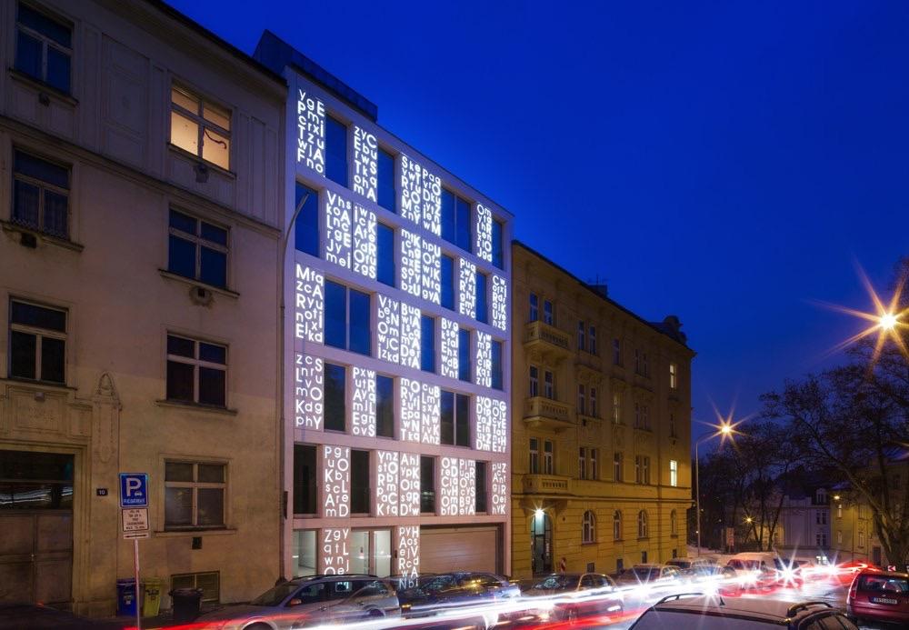 p6pa-bieblova-exterior-night-sw